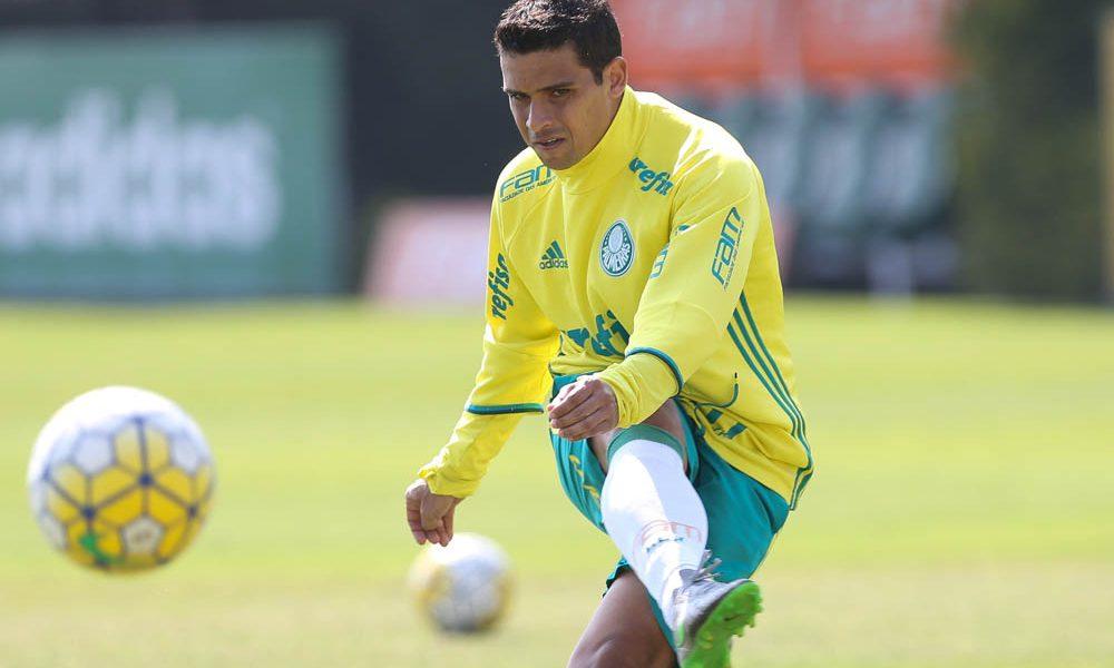 O jogador Jean, da SE Palmeiras, durante treinamento, na Academia de Futebol.