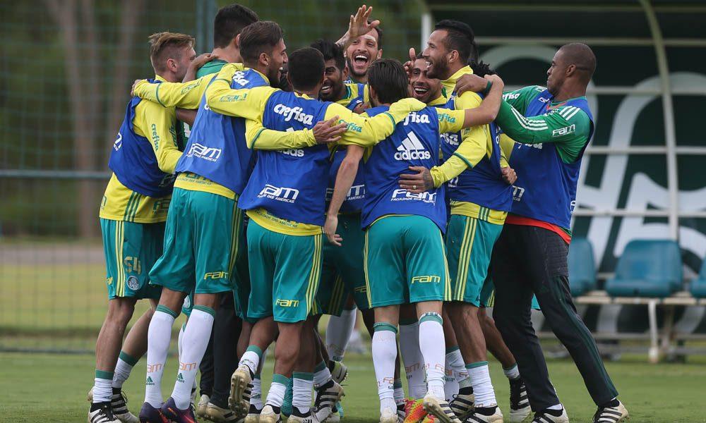 Os jogadores da SE Palmeiras, durante treinamento, em hotel de concentração da equipe, em Atibaia.